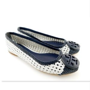 New TORY Burch Navy Logo Woven Leather Flats 9